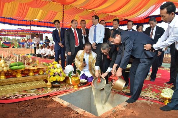 越南与柬埔寨动工兴建示范边境集市 hinh anh 1