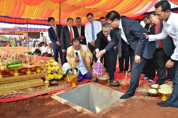 越南与柬埔寨动工兴建示范边境集市 hinh anh 2