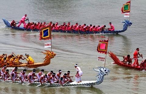 河内市首次在西湖举行赛舟比赛 hinh anh 1