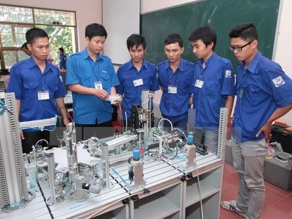越南与英国加强职业教育培训合作 hinh anh 1