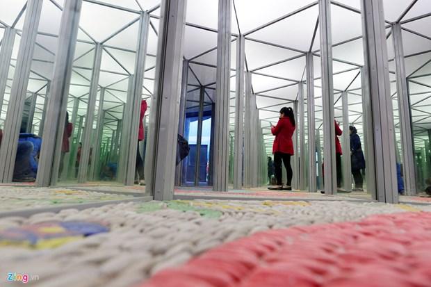 统一公园陶瓷镜子屋正式开门迎客 hinh anh 2