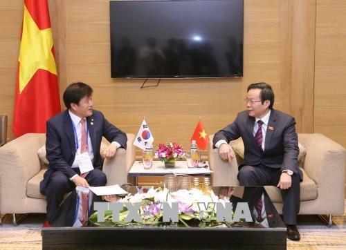 亚太议会论坛第26届年会:国会副主席冯国显会见韩国国会代表团 hinh anh 1