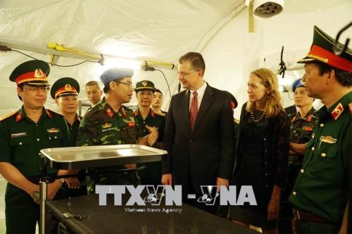 美国驻越大使探访175军医院 hinh anh 3