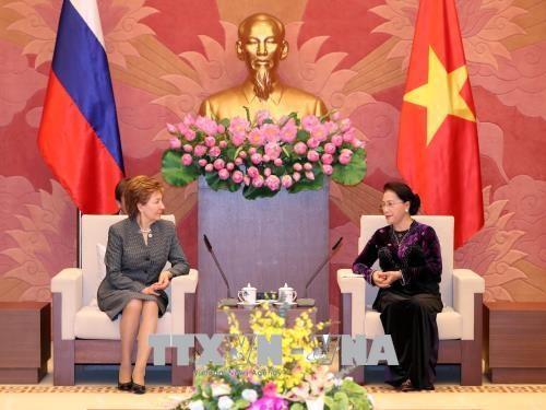 国会主席阮氏金银会见赴越出席APPF-26的俄罗斯联邦议会领导 hinh anh 3