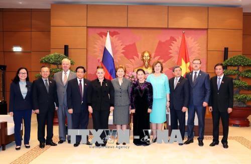国会主席阮氏金银会见赴越出席APPF-26的俄罗斯联邦议会领导 hinh anh 1