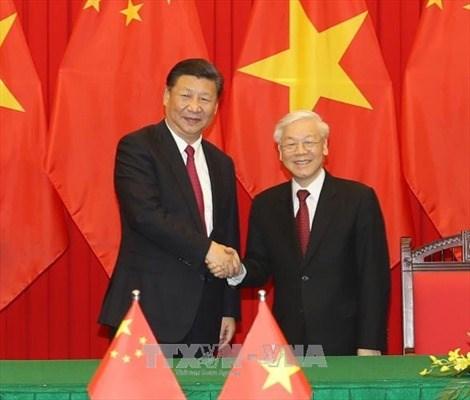 越中领导人互致贺电庆祝两国建交68周年 hinh anh 1