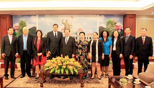 胡志明市与古巴考虑开展医疗卫生、高科技农业和粮食食品加工等领域的合作计划 hinh anh 2