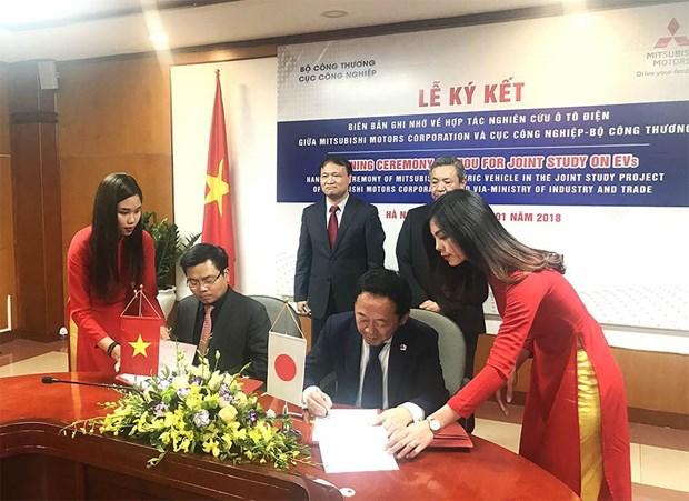 越南与日本三菱汽车集团合作发展环境友好型的电动汽车 hinh anh 1