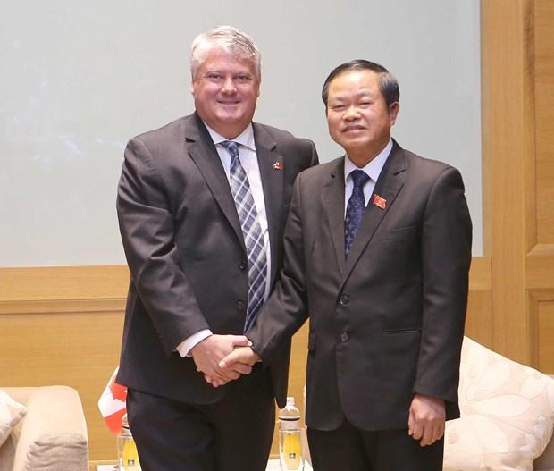 越南国会副主席杜伯巳会见加拿大议会代表团 hinh anh 1