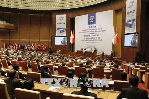 亚太议会论坛年会进入第二日议程:讨论政治与安全和经济与贸易两个议题 hinh anh 1