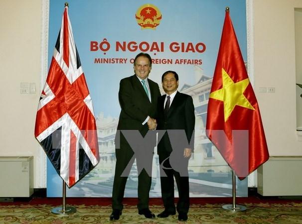 英国外交部国务大臣马克:越英合作层次比人们想象的还深 hinh anh 1