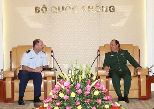 越美军队共同努力推动双边防务合作向纵深发展 hinh anh 1