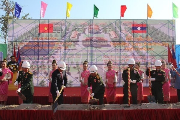 越南援建的老挝人民军队政治理论学院一期工程正式动工 hinh anh 2
