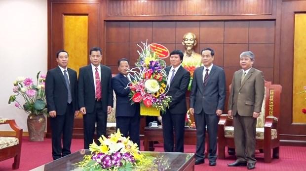 越南和平省与老挝华潘省加强合作关系 hinh anh 1