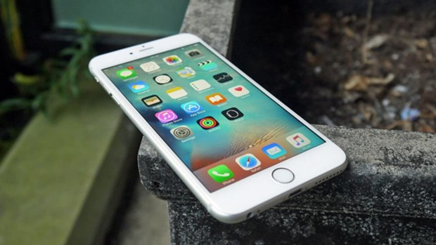 越南工贸部就苹果公司故意放慢老款iPhone机型运行速度发声 hinh anh 1
