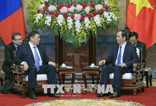 越南国家主席陈大光会见蒙古国家大呼拉尔主席米耶贡布·恩赫包勒德 hinh anh 1