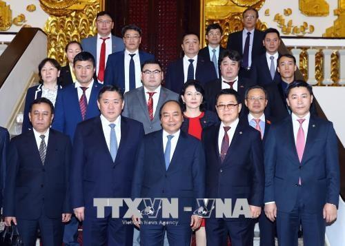 越南政府总理阮春福会见蒙古国家大呼拉尔主席米耶贡布·恩赫包勒德 hinh anh 1