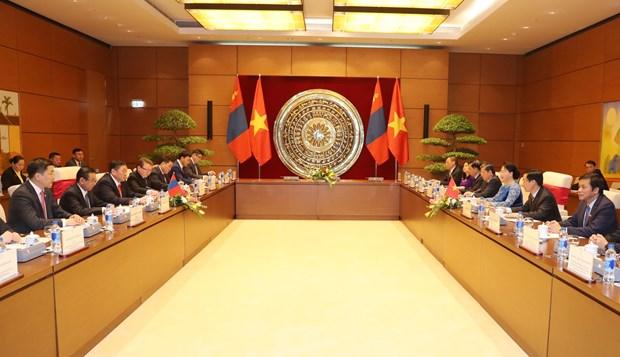 越南国会主席阮氏金银与蒙古国家大呼拉尔主席恩赫包勒德举行会谈 hinh anh 2