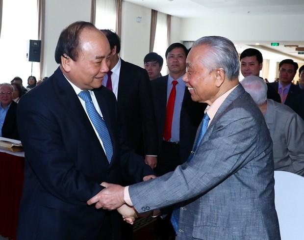 阮春福总理会见政府办公厅离退休干部代表 hinh anh 2