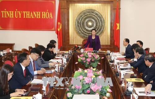 国会主席阮氏金银与清化省省委常务委员会举行工作座谈会 hinh anh 2