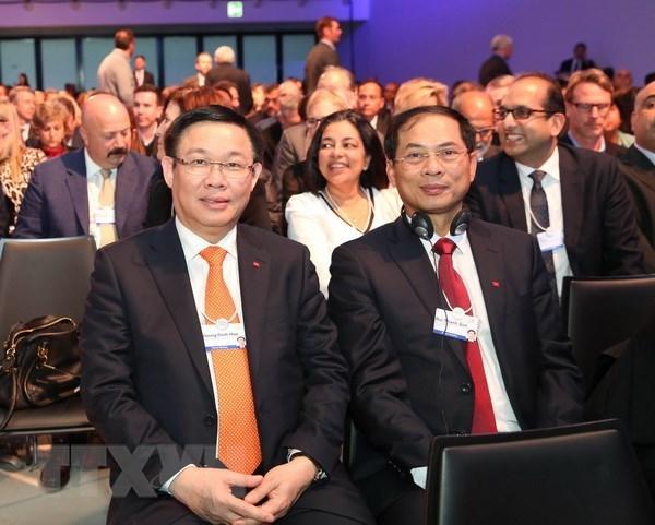 2018年达沃斯论坛: 越南同东盟共同体自信走向繁荣和包容性发展 hinh anh 1