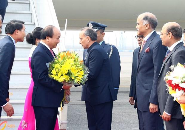 政府总理阮春福抵达新德里 开始东盟—印度纪念峰会系列活动 hinh anh 1