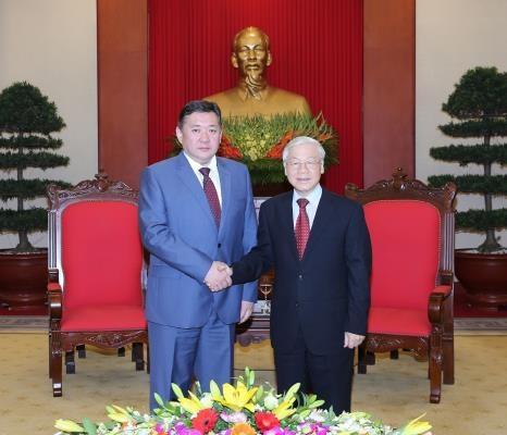 越共中央总书记阮富仲会见蒙古国家大呼拉尔主席 hinh anh 1