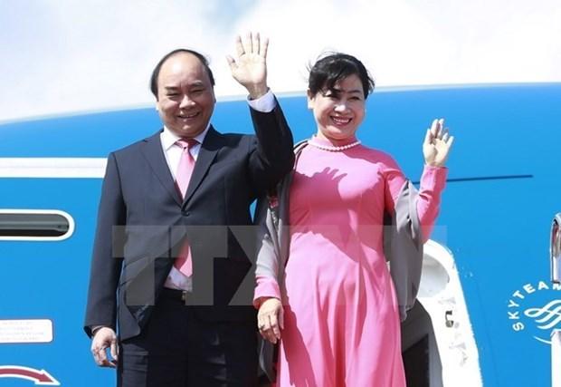 政府总理阮春福启程出席东盟与印度建立对话关系25周年峰会 hinh anh 1