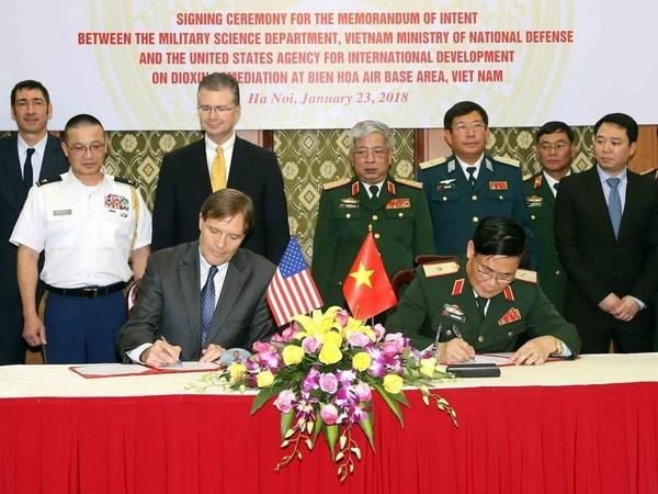 越南与美国签署意向书 启动边和机场橙毒剂污染地清理项目 hinh anh 1