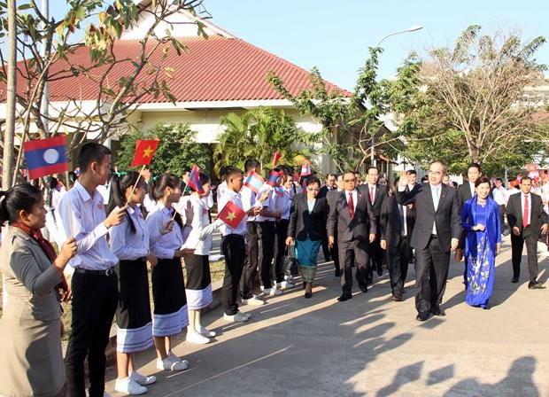 胡志明市与老挝首都万象分享城市建设经验 hinh anh 2