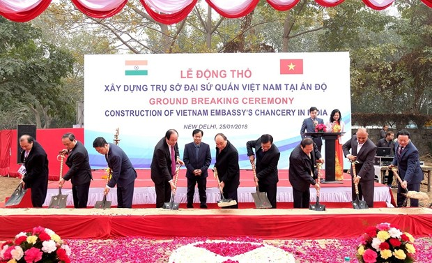 阮春福总理出席越南驻印度大使馆新馆舍开工仪式 hinh anh 1