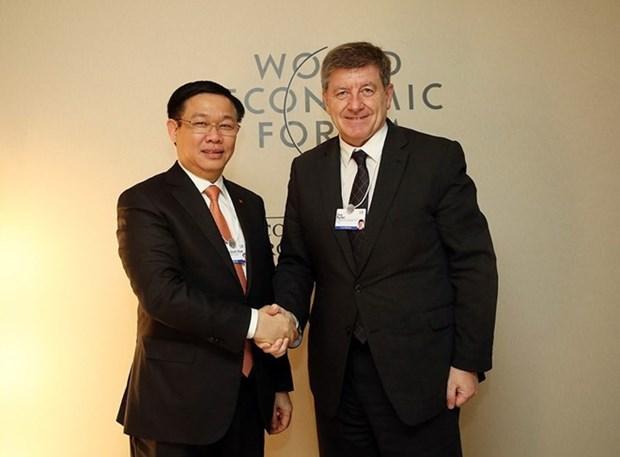 王廷惠在第48届世界经济论坛年会开展系列会见活动 hinh anh 1