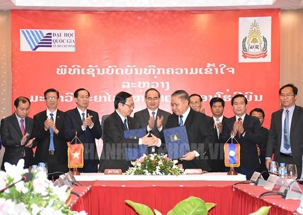 胡志明市国家大学与老挝国家大学加强合作 hinh anh 1