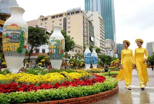 胡志明市为2018戊戌年春节阮惠花街做好准备 hinh anh 2