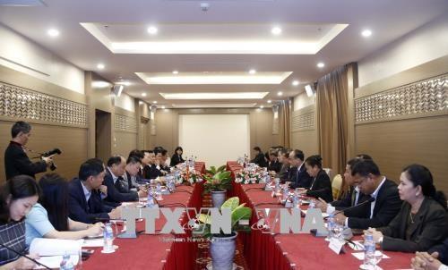 越南与老挝力争建设按时保质的老挝国会大厦工程 hinh anh 1