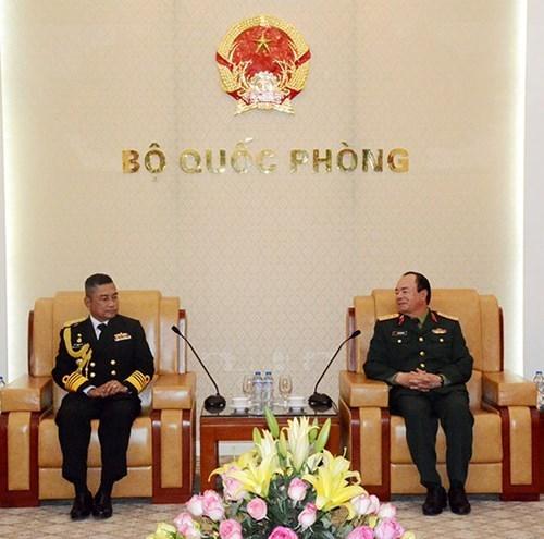 越南人民军副总参谋长范玉明会见泰国皇家海军司令 hinh anh 1