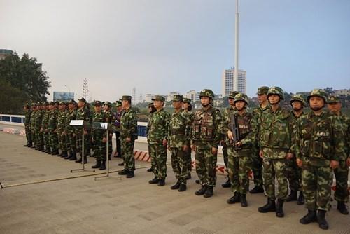 老街省边防部队与中国红河州公安边防支队开展2018年首次边境联合巡逻活动 hinh anh 1