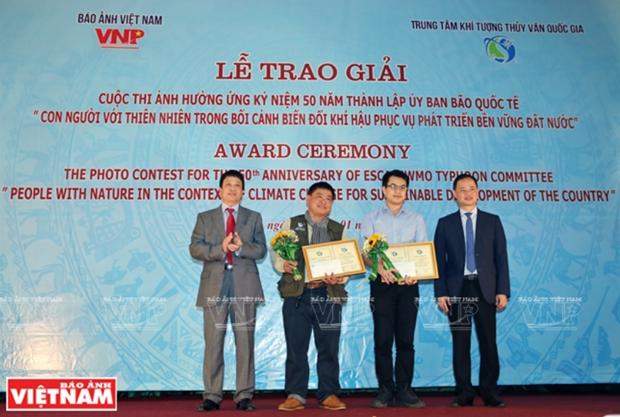 """""""人类与自然资源在气候变化背景下服务国家可持续发展""""摄影比赛的颁奖仪式在河内举行 hinh anh 1"""