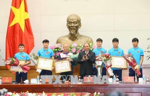 政府总理阮春福会见越南U23球队 授予球队一等劳动勋章 hinh anh 3