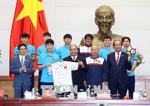 政府总理阮春福会见越南U23球队 授予球队一等劳动勋章 hinh anh 4
