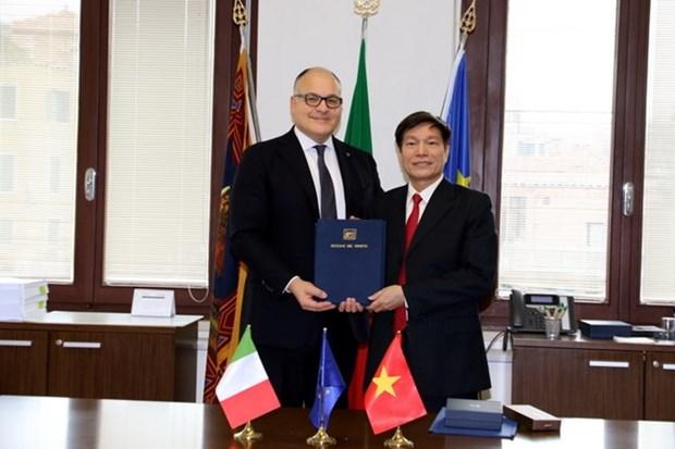 越南巴地头顿省与意大利威尼托大区正式建立友好合作关系 hinh anh 1