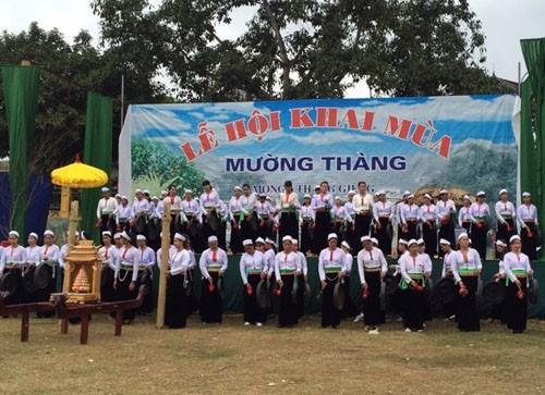 和平省高峰县保护汤芒族地区文化 hinh anh 1
