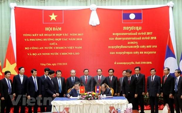 老挝领导高度评价越南公安部与老挝公安部之间的合作成果 hinh anh 4