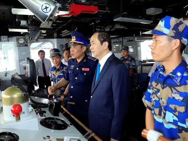 国家主席陈大光看望慰问越南海警司令部第三海区干部和战士 hinh anh 3