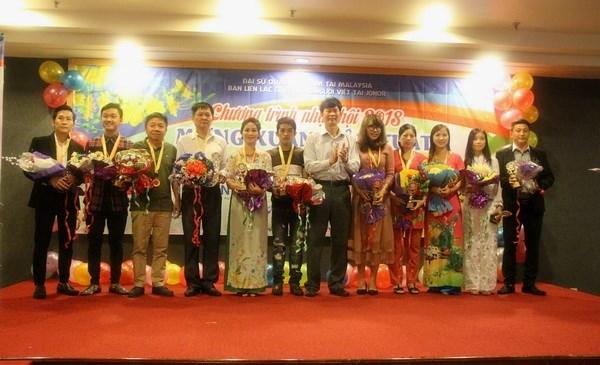 旅居德国和马来西亚越南人欢欢喜喜迎接2018戊戌年春节 hinh anh 4