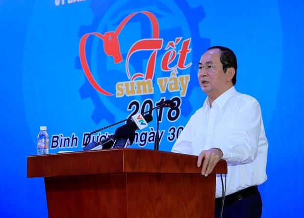 国家主席陈大光: 关心关爱工人和劳动者 注重提高其生活水平 hinh anh 1