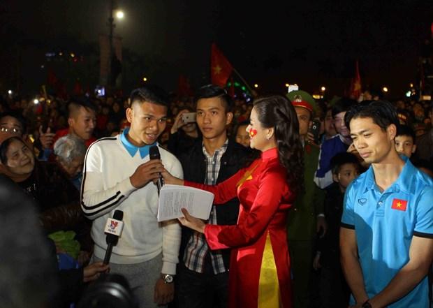 越南各省市举行仪式 欢迎各名U23球员回家 hinh anh 2