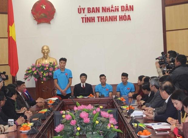 越南各省市举行仪式 欢迎各名U23球员回家 hinh anh 3