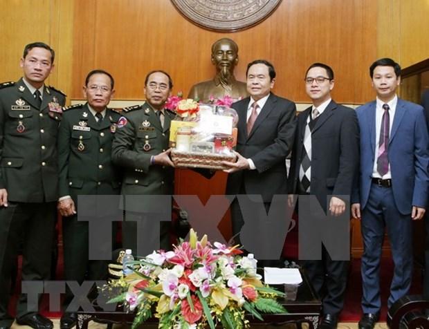 越南祖国阵线中央委员会主席陈青敏会见柬埔寨皇家武装部队三军副参谋长嗲沙润 hinh anh 2