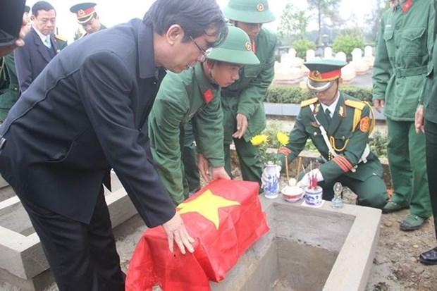 广治省为40位烈士举行追悼会及安葬仪式 hinh anh 1